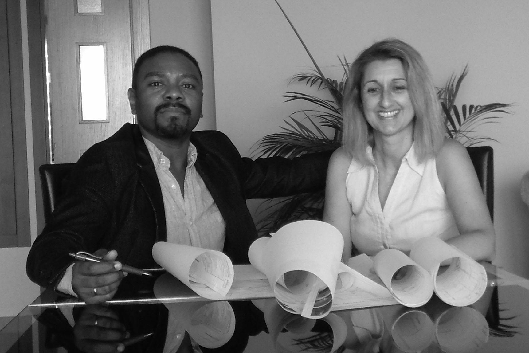 Esther Berenguer y Lino Zorrilla forman CASAGRANDA. Dos profesionales con distinta formación,  que descubren que comparten la forma de concebir el mundo y que la fusión de sus capacidades